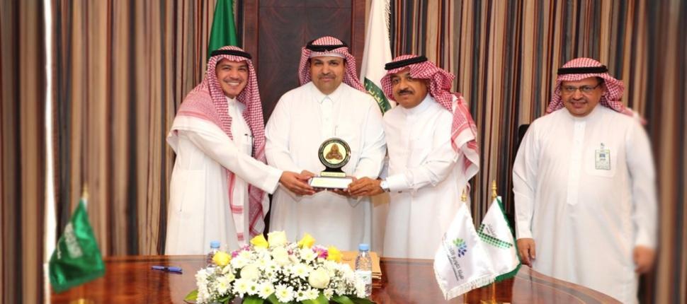 Prof. Albekairy receives an honorary award